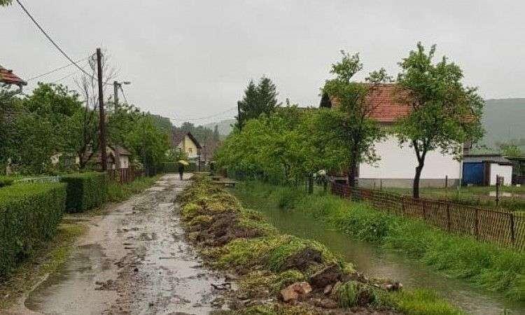 bihamk - vozači oprez, na kolovozu mjestimično veće količine vode