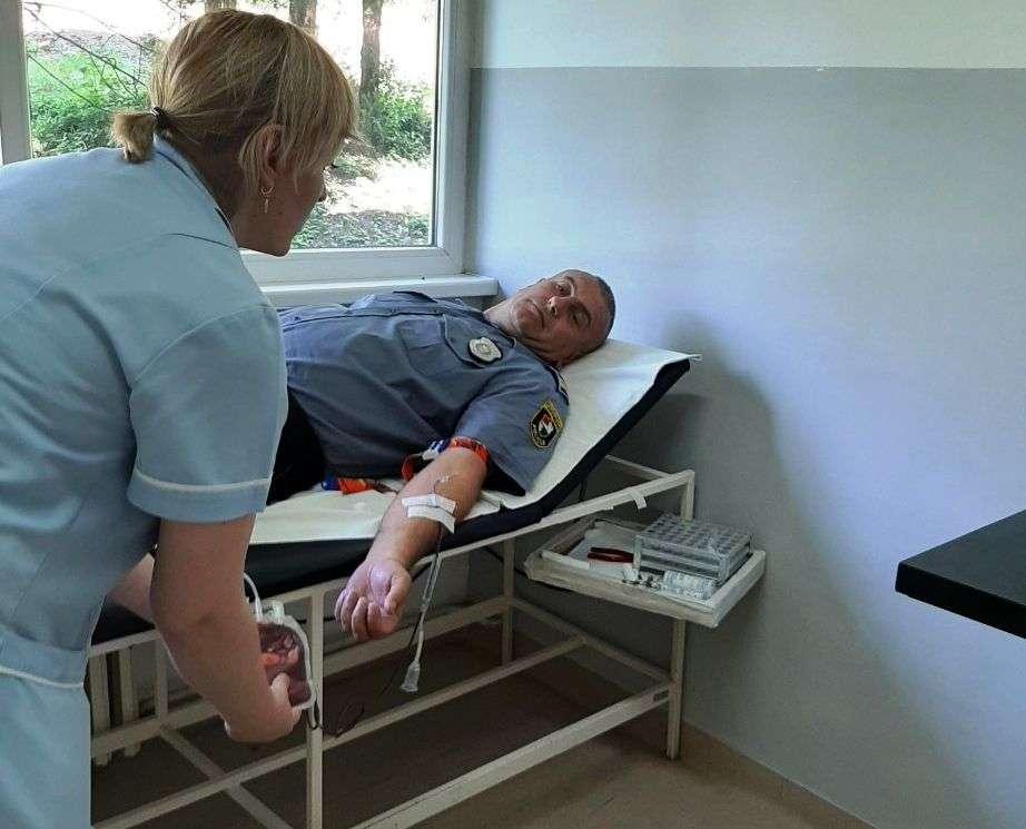 (video/foto) krv darivali policajci, vojnici i građani