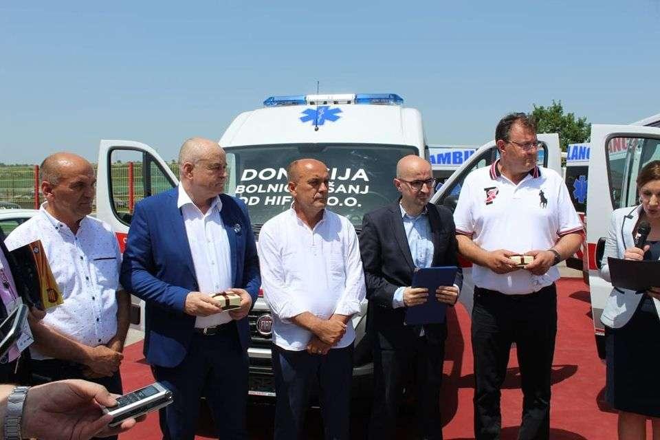 donacija vrijedna preko 120 hiljada maraka / hifa donirala vozilo za opću bolnicu u tešnju