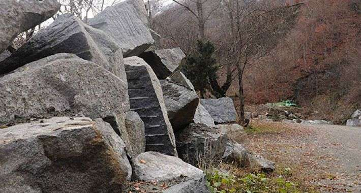 u nesreći na kamenolomu jablaničkog granita poginuo radnik