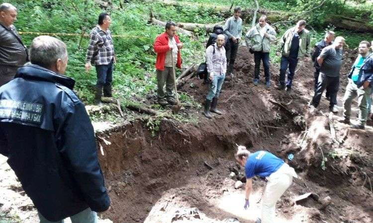 sutra nastavak radova na otkopavanju grobnice na igmanu