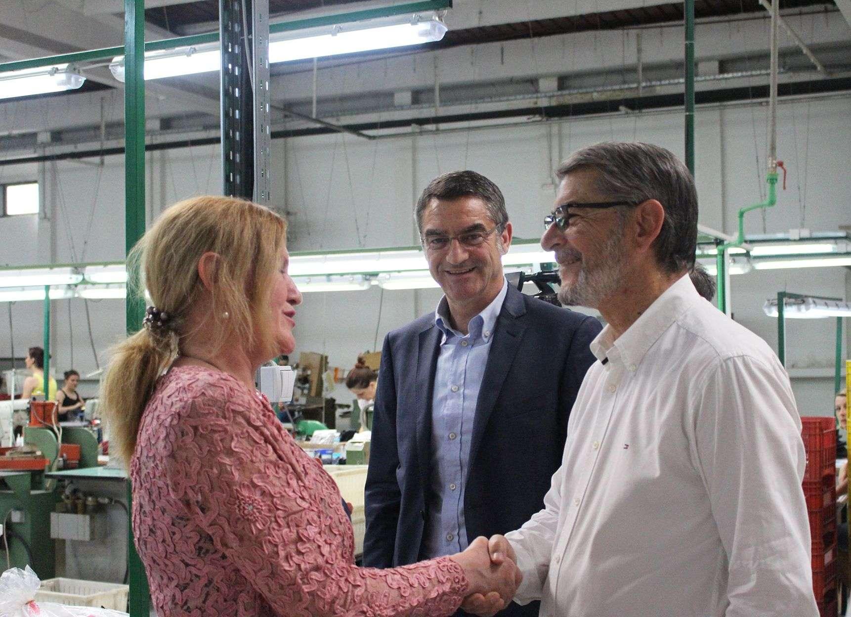 "gradonačelnik tuzle posjetio fabriku obuće ""intral"" bh"