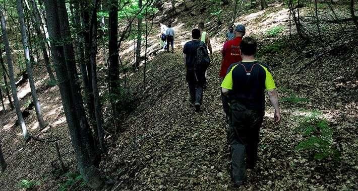 (foto) marš mira prvi put će proći trasom na kojoj i danas ima posmrtnih ostataka i odjeće