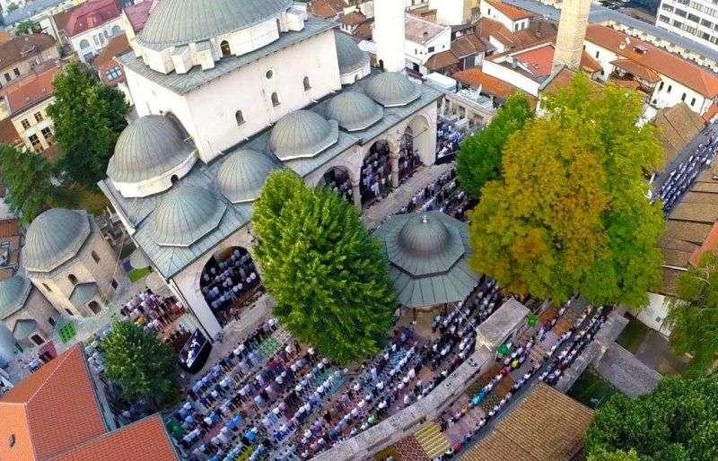 muslimani proslavljaju ramazanski bajram