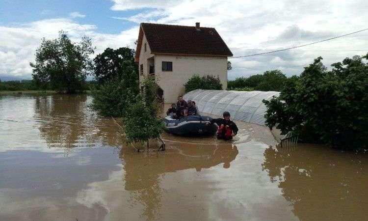 poplave širom srbije, u devet općina i gradova proglašeno izvanredno stanje!