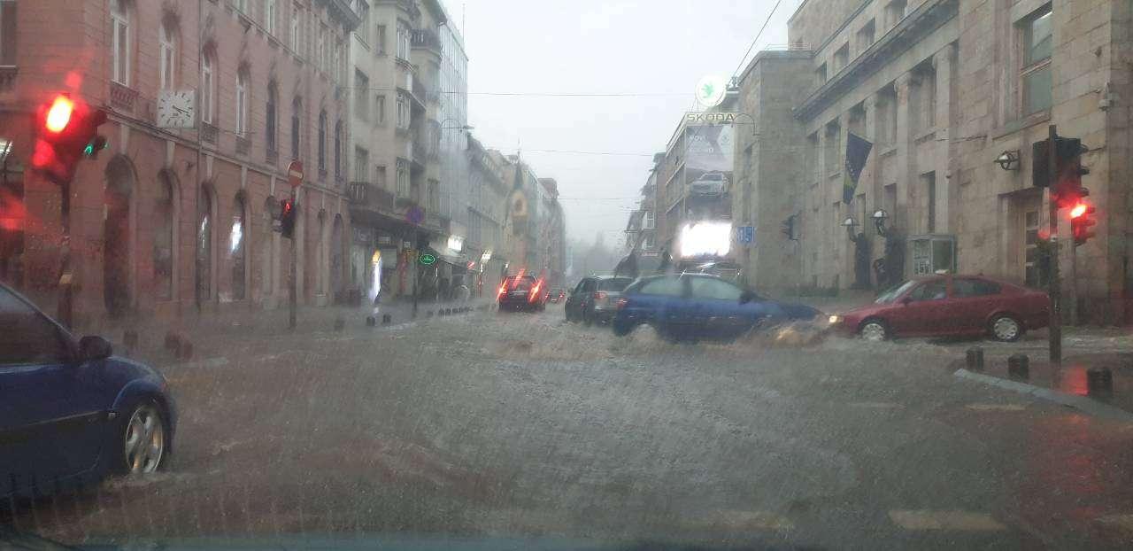 sarajevo potopljeno: veliko nevrijeme pogodilo sarajevo, te napravilo potpuni kolaps, centar grada pod vodom! (foto + video)