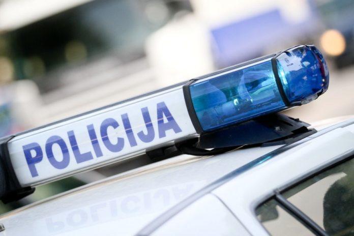 Policija zbog neplaćenih kazni oduzela dva automobila, dužni oko 120.000 KM