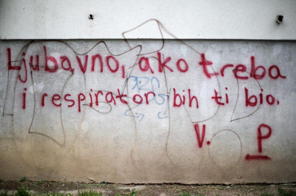 Grafit pokazao kako izgleda ljubav u doba korone na Balkanu: Respirator bih ti bio