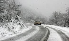 Snijeg i zaleđen kolovoz stvaraju probleme vozačima