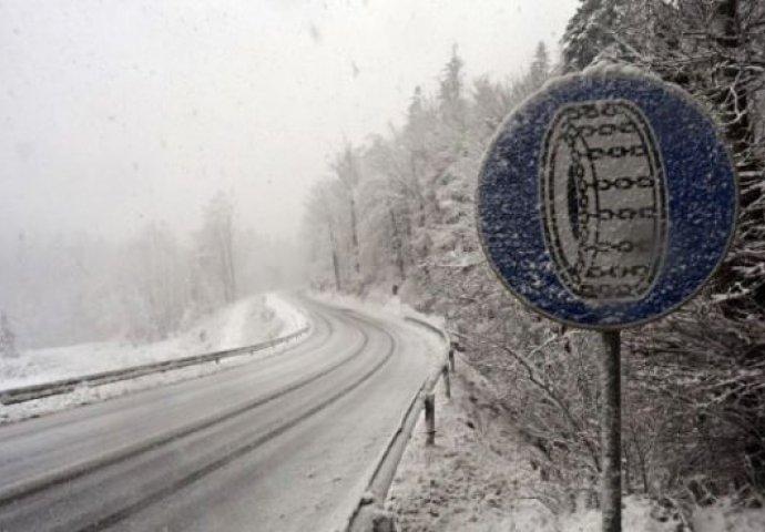 Zbog novih snježnih padavina na većini puteva u BiH saobraća se usporeno