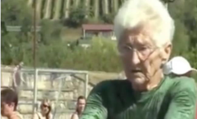 Simpatična baka je najstarija gimnastičarka na svijetu