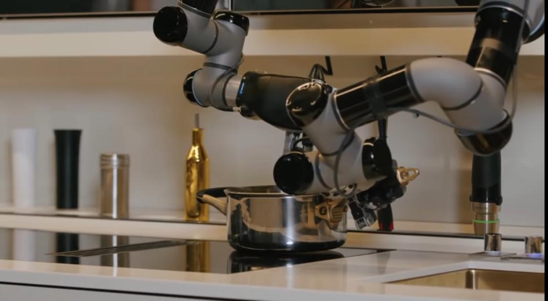 robotska kuhinja sprema jela i pere suđe