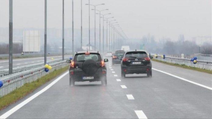Na putevima u većem dijelu BiH saobraća se po vlažnom ili mokrom kolovozu
