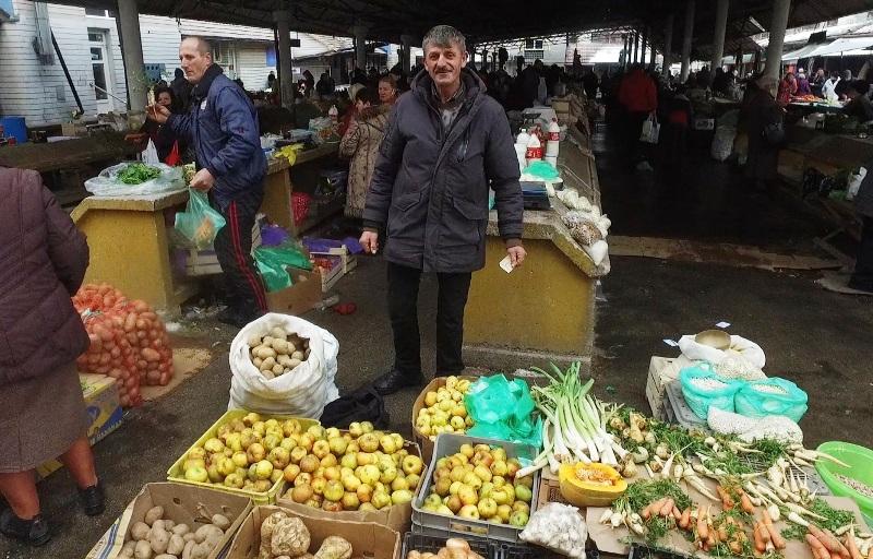 Travnička pijaca/ Svako ima svog favorita među trgovcima...