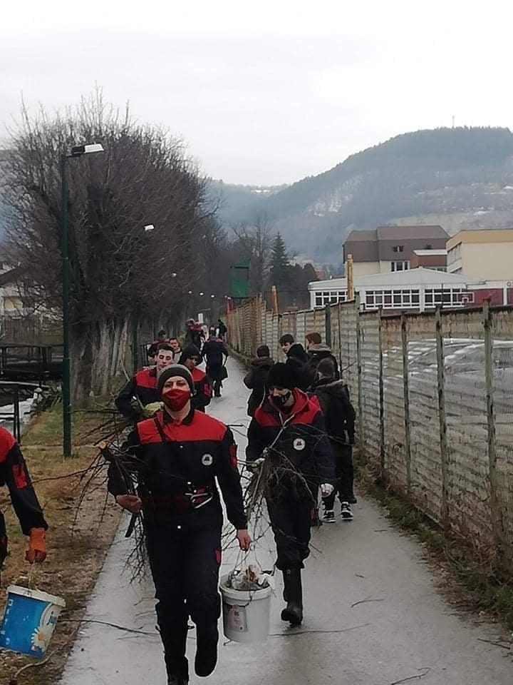 (FOTO) Vrijedni članovi Vatrogasnog društva Turbe rade na očuvanju okoliša