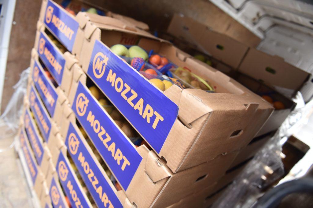 Mozzart podržao UKC RS - donirali voće i sokove herojima u bijelim mantilima