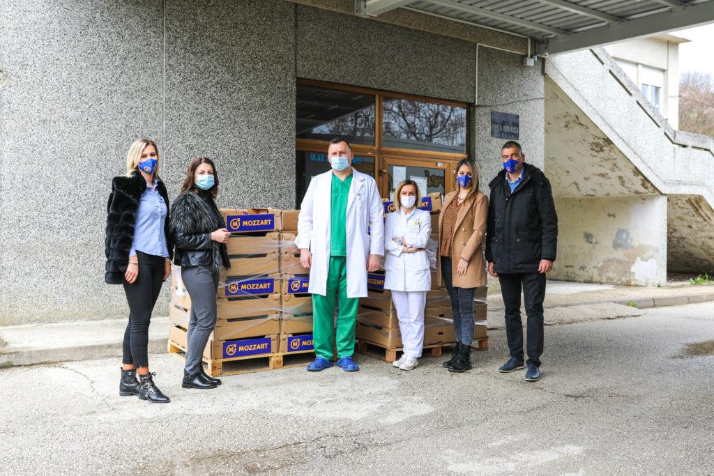 Mozzart podržao medicinare u Jajcu donacijom vitaminskih paketa