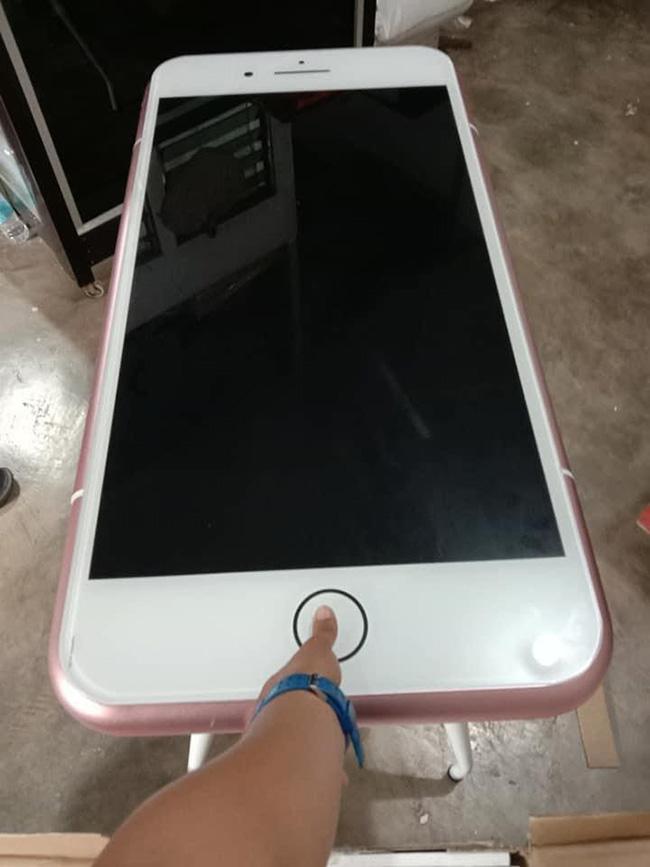 """Naručio """"jeftini iPhone"""", a zbog onog što je dobio postao hit na internetu – TNTPortal"""
