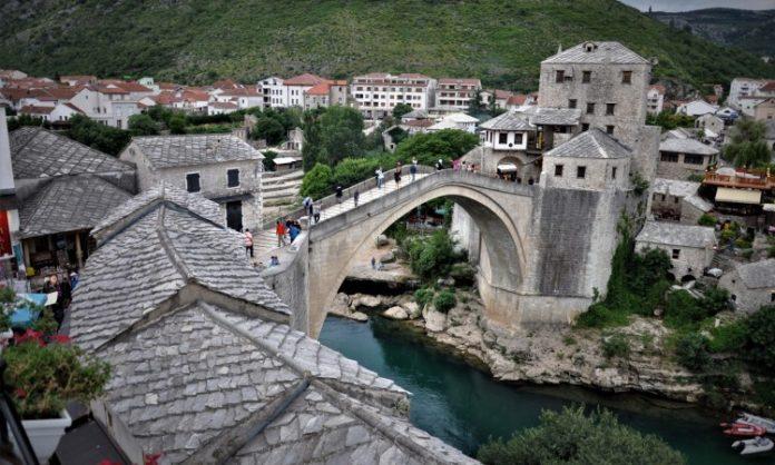 'Šlaufijada' se vraća u Mostar, niz Neretvu nogama, rukama i papučama (VIDEO)