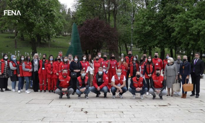 Volonteri Crvenog križa FBiH i KS-a odali počast ubijenoj djeci Sarajeva (VIDEO)