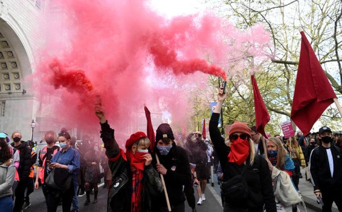 Na protestima u Londonu devet uhapšenih