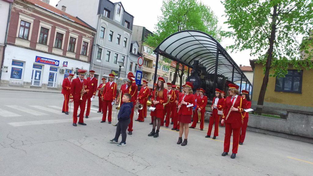 Travničani sačuvali tradiciju/ Duvački orkestar svirao prvomajsku budnica!