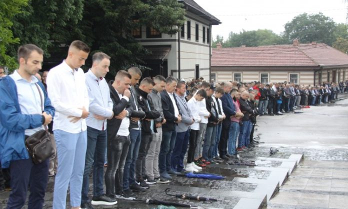 Radost zbog Bajrama, tuga zbog žrtava genocida u Prijedoru i nesreće kod Zenice