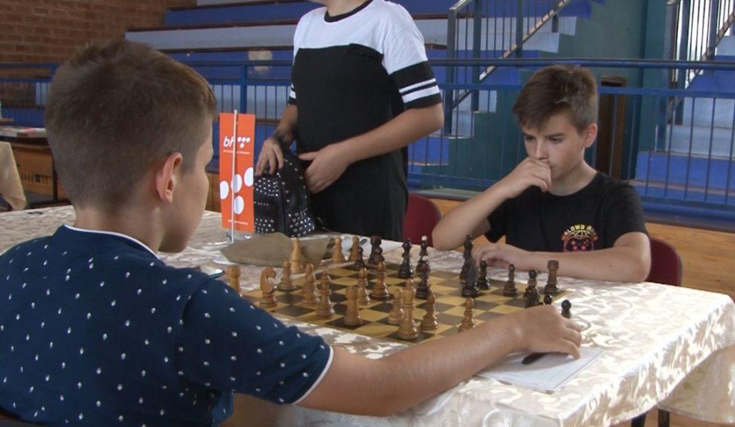 odigrano prvo kolo / u travniku počeo 6. međunarodni šahovski turnir