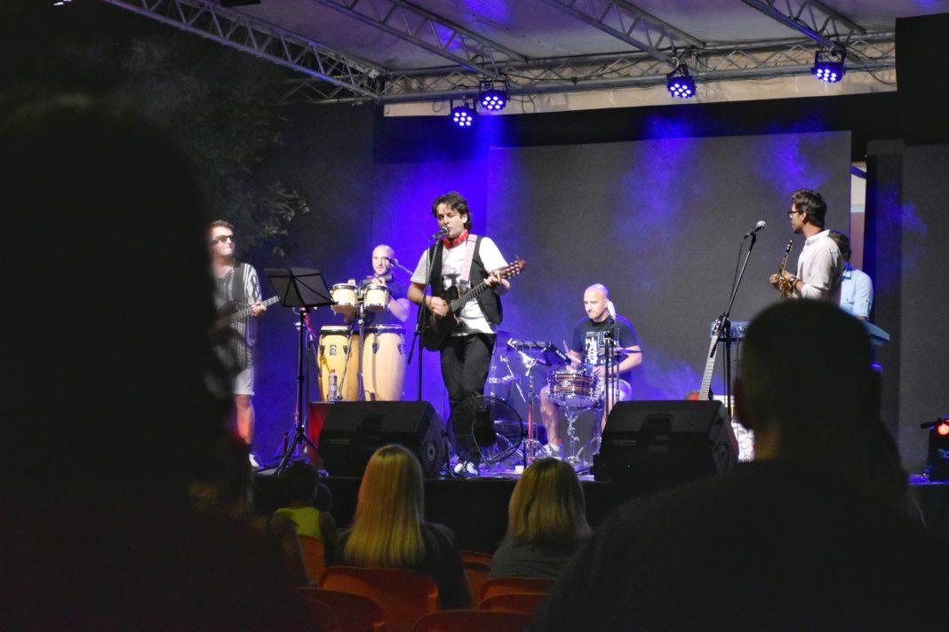 koncertom grupe balkaneros banditos u zenici otvoren peti međunarodni teatarski festival ljetne večeri studio teatra