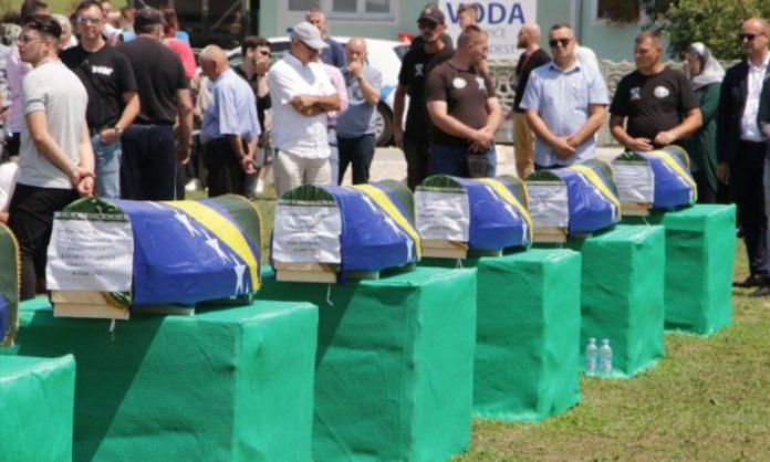 U Kozarcu kod Prijedora klanjana kolektivna dženaza za 12 žrtava ubijenih 1992.