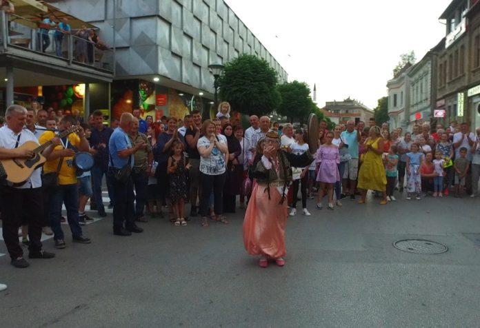 Sinoć u Travniku nastupao KUD Karaula
