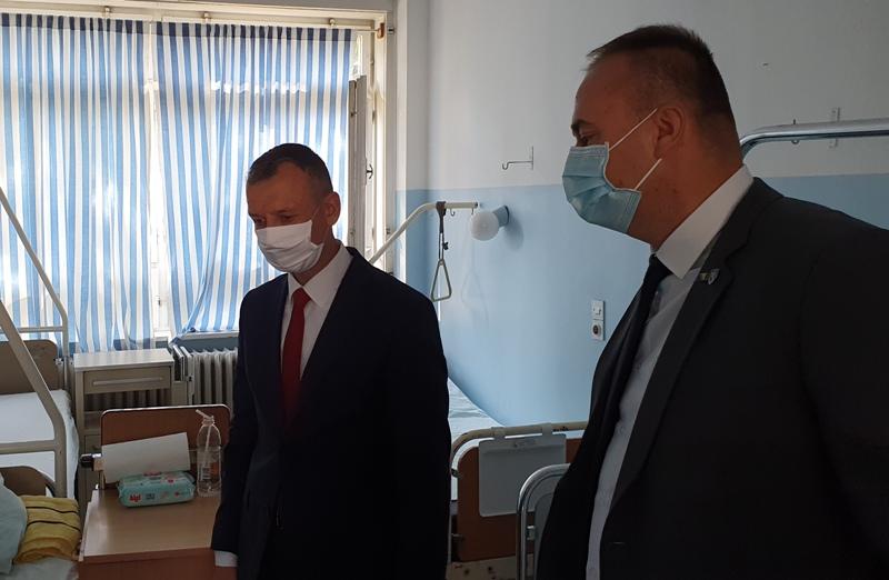 huskić i čolaković posjetili nezira memčića u kantonalnoj bolnici zenica