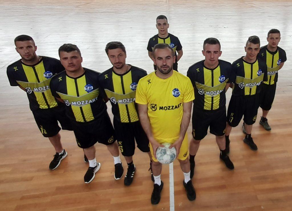 Mali fudbal, veliki šampioni - Novi dresovi stigli u Kneževo!