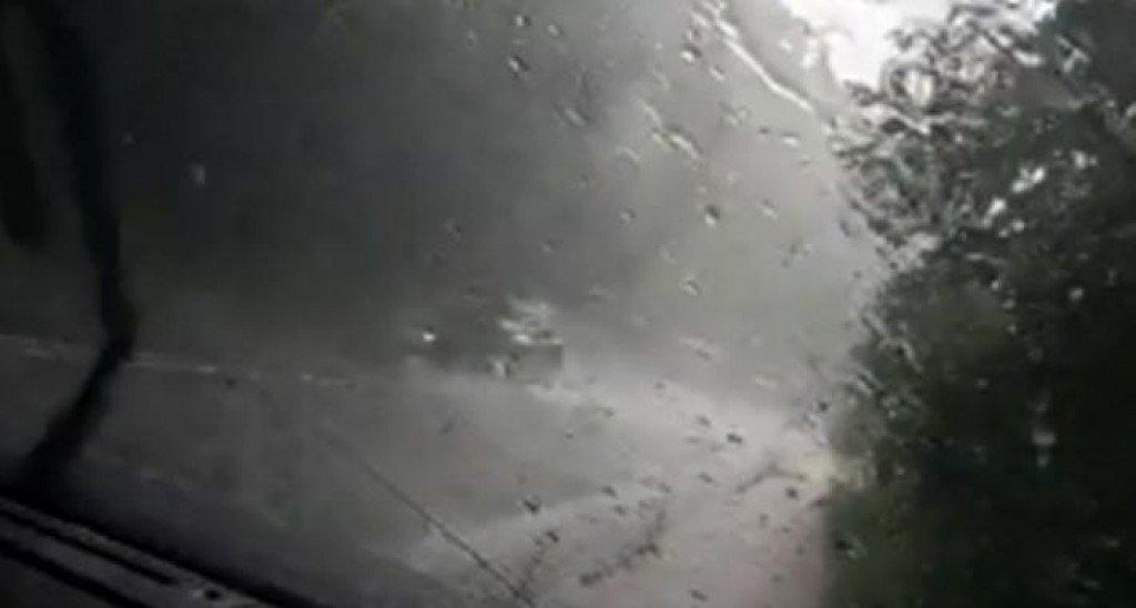 (video) grmljavinsko nevrijeme s obilnim padavinama pogodilo travnik