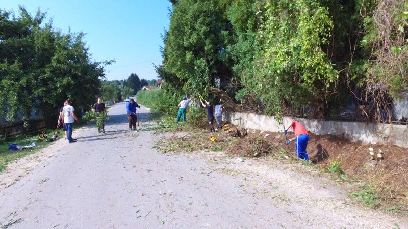 (foto/video) pogledajte kako teku radovi na čišćenju u mjesnoj zajednici slimena