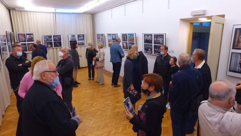 """(foto) u travniku otvorena izložba """"fotobih 2021"""""""