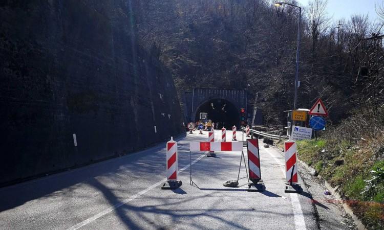 od sutra ponovo naizmjeničan promet vozila kroz tunel crnaja