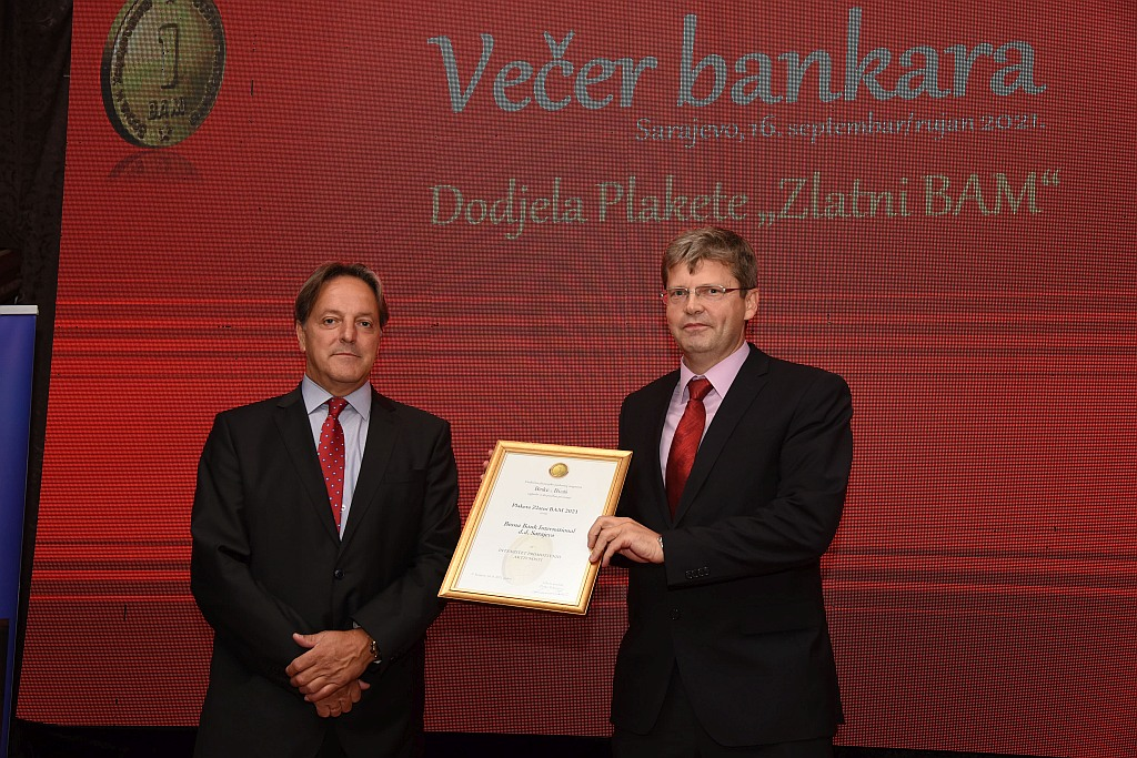 "(foto) bbi banka dobitnica plakete ""zlatni bam 2021"" za promotivne aktivnosti"