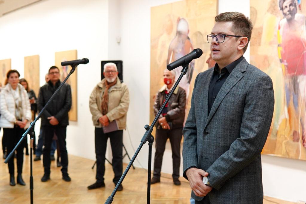 mozzartova podrška kulturi: marko kusmuk otvorio samostalnu izložbu u umjetničkoj galeriji bih